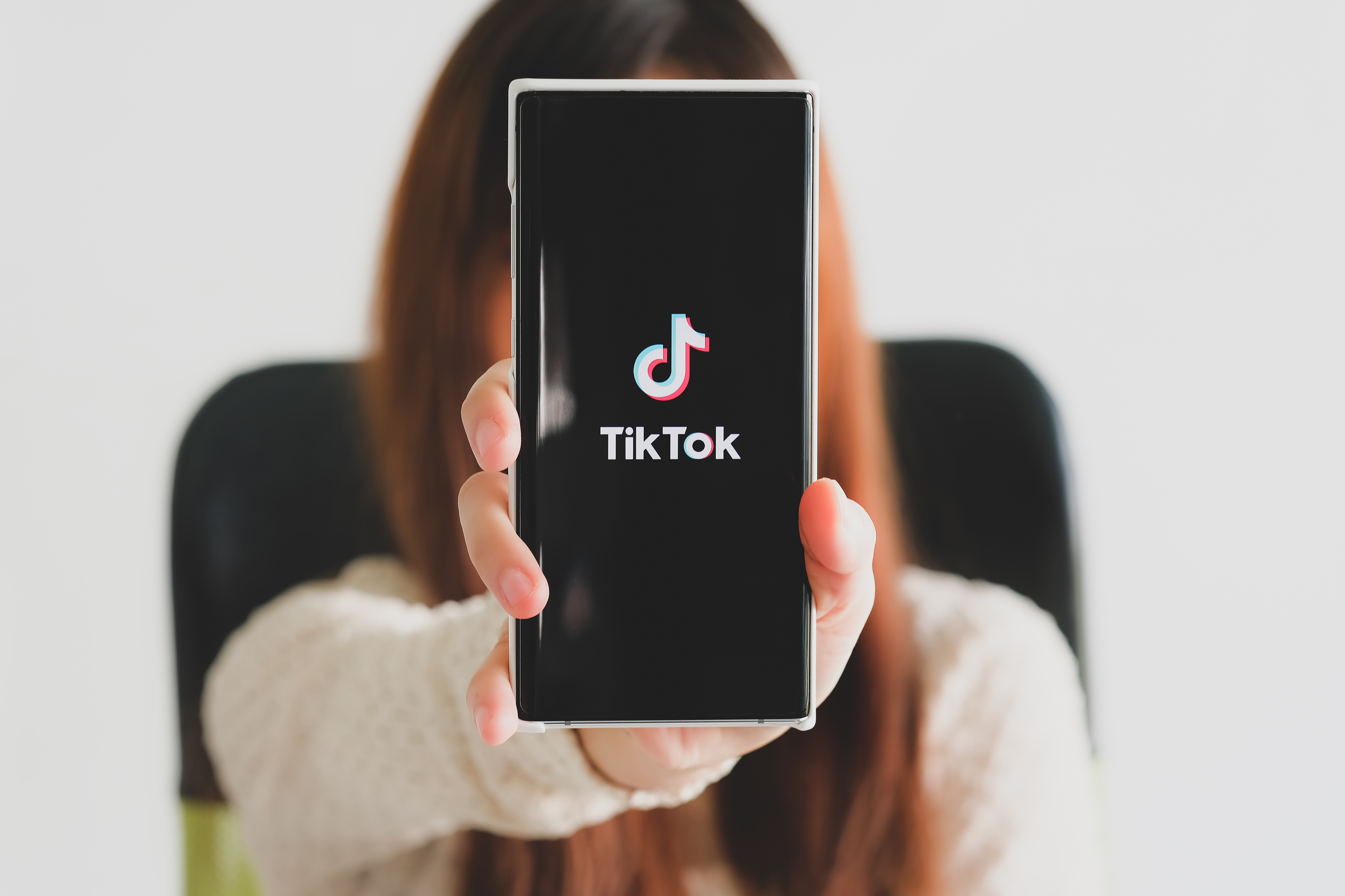 woman holding samsung note 10 plus with streaming service media video tiktok 1